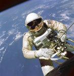 EdWhiteFirstAmericanSpacewalker.1965.ws.jpg